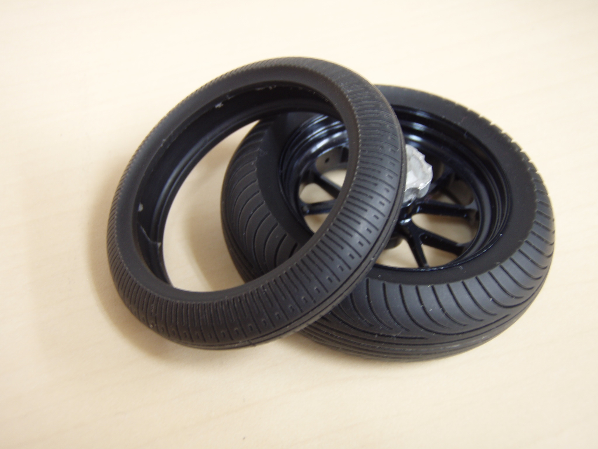 P993 - 1:12 scale Motorcycle Rain tires Rain